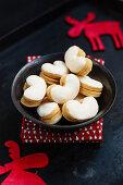 Meringue cookies filled with jam (Christmas)