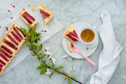 Semolina tart with rhubarb and a cup of coffee