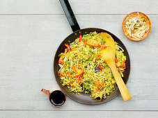 Egg fried rice with peppers and peas (low carb)
