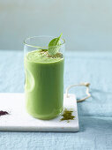 A green smoothie with spinach, avocado and moringa