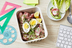 A quinoa bowl with roast beef, egg and cress for an office lunch
