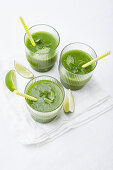 Green smoothies with mint and limes