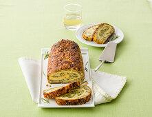 Zuckerschoten-Brot-Rolle mit Omelettfüllung