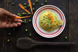 Mashed potatoes with peas and carrots
