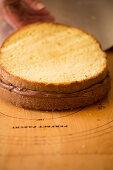 Torte zubereiten: Tortenböden zusammensetzen