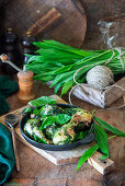 Chicken drumsticks with wild garlic