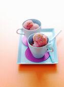 Erdbeersorbet in Tasse