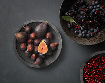 Figs and blueberries in a bowl