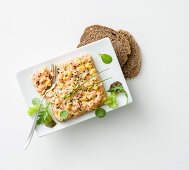 Peach and salmon tartare with wholemeal people