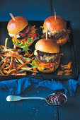 Beefburgers with beetroot relish
