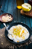 Cottage cheese with apples, roasted almonds and honey