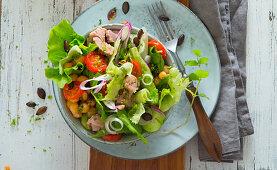 Tuna fish salad with chickpeas