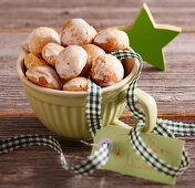 Peppernuts as a gift in a green cup