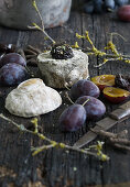 Blue cheese with plums