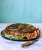 Inverted cake with figs, rosemary and honey