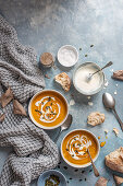 Pumkin soup with pumkin seeds and sour cream