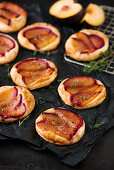Autumnal puff pastries with plums