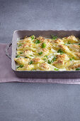 Gratinated ricotta shell pasta with white asparagus