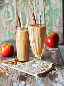 Spiced apple oat smoothie