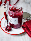 Christmas pear and cranberry chutney