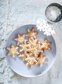 Sweet snowflakes with orange and cinnamon