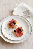 Flatbread with cheese and date cream, bresaola and blueberries