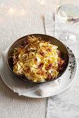 Tagliatelle with castelmagno cheese sauce, crispy bacon and artichokes