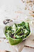 Spinat-Crepes mit Bohnen-Hummus