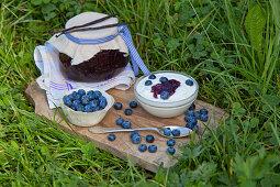 Yogurt with home-made blueberry-vanilla jam