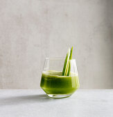 Cucumber and basil smoothie with Prosecco