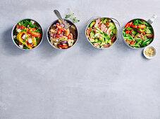 Vier verschiedene Salsa mit Paprika, Aubergine, Avocado und Bohnen