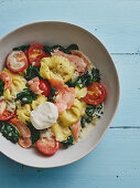 Tortellini with salmon and spinach
