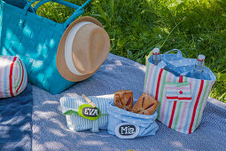 Hand-sewn bottle bag and picnic bag