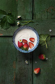 Natural yoghurt with fresh strawberries