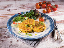 Quinoa fritters with cherry tomatoes and salad