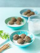 Lentil balls with yoghurt sauce