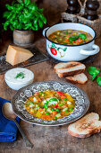 Minestrone with toasted bread