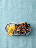 Cozze alla tarantina (mussels in a spicy tomato sauce, Italy)