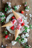 Ice cream with strawberries and mascarpone