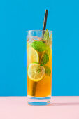 Mango iced tea with lime and fresh mint