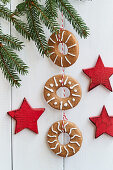 A hanging gingerbread chain between three red wooden stars