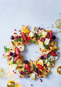 Wreath platter with shortcrust pastry, crackers, cheese and cherries