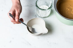 Saving a sauce that is too thin by adding cornflour to thicken it