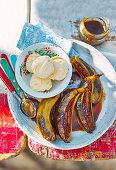Gegrillte Rum-Karamell-Bananen mit Vanilleeis