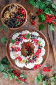 Currant meringue wreath