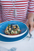 Pasta with mussels and tomatoes