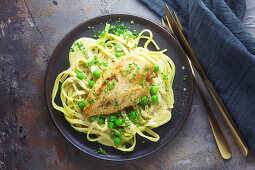 Chicken breast with tagliatelle and peas