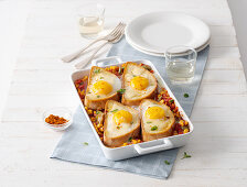 Gratin fried eggs and cheese bread on tomato-corn sauce