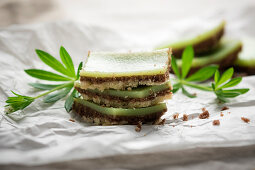 Vegan two-tone biscuits with a woodruff layer