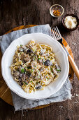 Fettuccine with creamy mushrooms sauce